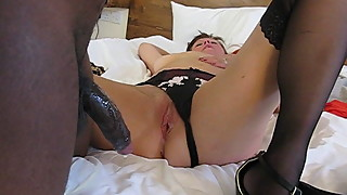 Black newbie barebacks horny poshwife Dechen milking his cum