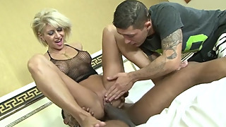 Hot threesome and pussy creampie for blonde milf